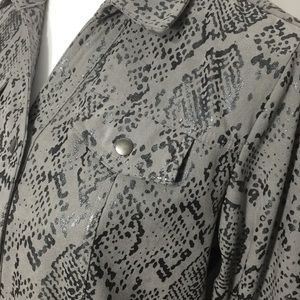 JM Collection Tops - JM Collection Petite Gray Snakeskin Button Down